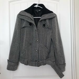 Forever 21 B&W Coat Size M $10 Great Condition